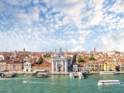 Paleis aan kanaal in Venetië