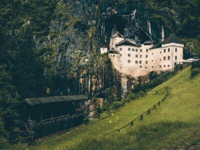 Predjama kasteel Slovenië